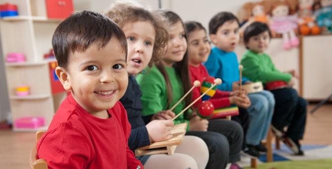 dạy trẻ cảm thụ âm nhạc